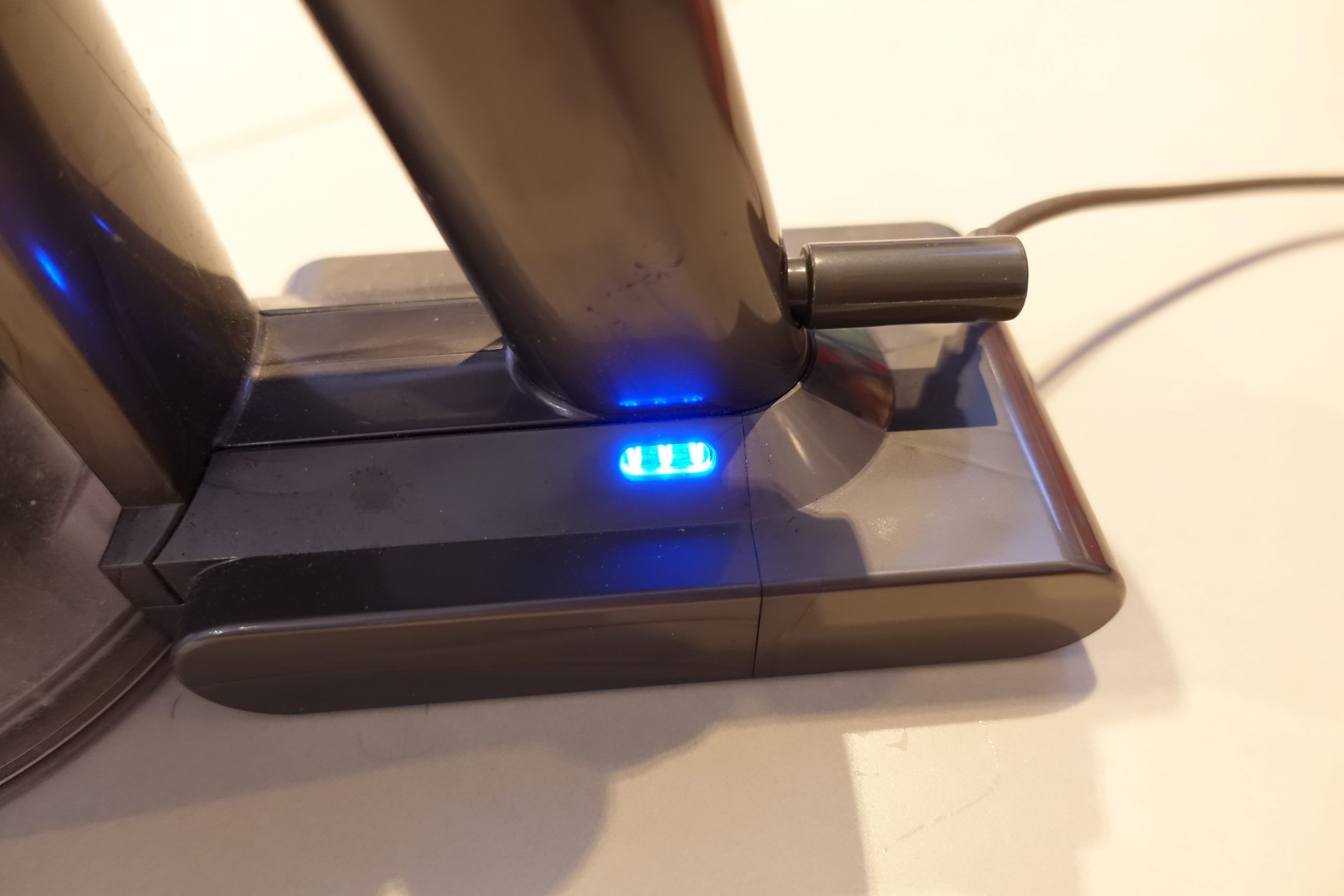 Dyson V8 Flashing Blue Light When Charging